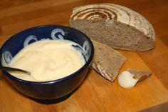... domácí tavený sýr... - U nás na kopečku Czech Recipes, How To Make Cheese, Food And Drink, Butter, Pudding, Homemade, Cooking, Desserts, Czech Food