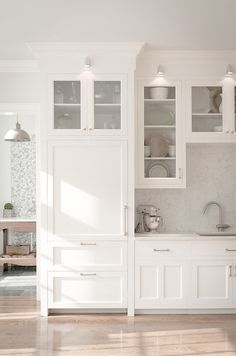 Crisp White Kitchen cabinets