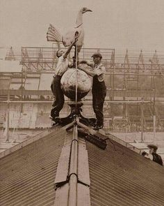 """""""Spurs Famous Cockerel installed on the roof in 1934 Retro Football, Football Cards, Vintage Football, Football Casual Clothing, Tottenham Wallpaper, Black And White Football, Tottenham Hotspur Players, London Pride, White Hart Lane"""
