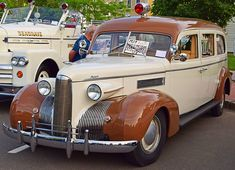 American Ambulance, Street Image, Rescue Vehicles, Car Drawings, Emergency Vehicles, Commercial Vehicle, Retro Cars, Police Cars, Fire Trucks