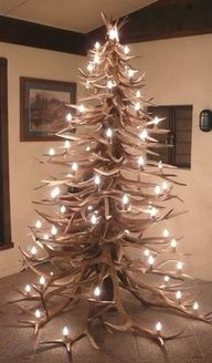 Elk Horn Christmas Tree - I would totally do this if I had enough horns.... they are on the wall instead hahaha