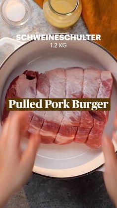 Pulled Pork Burger, Bbq Pork, Pork Recipes, Cooking Recipes, Tumblr Food, B Food, Burger Bar, Party Finger Foods, Food Humor