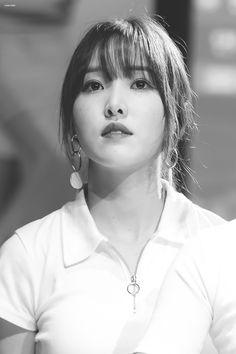 Kpop Girl Groups, Kpop Girls, Gfriend Yuju, Wendy Red Velvet, Cloud Dancer, Summer Rain, G Friend, Foto Pose, Photo Reference