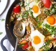 Pisto con huevos This traditional Spanish take on ratatouille uses delicious seasonal ingredients. Serve with country-style bread and fruity red wine Bbc Good Food Recipes, Good Healthy Recipes, Healthy Chicken Recipes, Lunch Recipes, Healthy Food, Vegetarian Meals, Egg Recipes, Popular Recipes, Recipes Dinner
