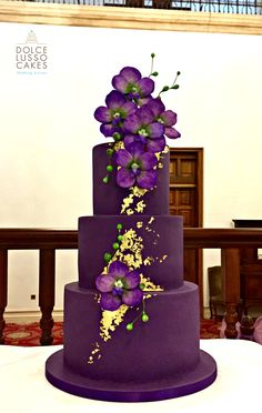 Pantone purple with gold leaf and handmade sugar orchids Fancy Cakes, Big Cakes, Wedding Cake Inspiration, Purple Birthday Cakes, Wedding Cakes With Gold, Amazing Wedding Cakes, Wedding Cake Purple, Amazing Cakes, Purple Cakes