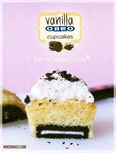 Vanille Cupcakes mit leckerer OREO Überraschung & Marshmallow Frosting on top! | niner bakes