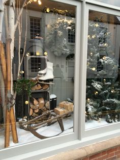rustic-diy-christmas-window-display-ideas – Home Design And Interior - Rustikale Weihnachten Diy Christmas Window Displays, Winter Window Display, Store Window Displays, Xmas Window Decorations, Christmas Windows, Shop Displays, Store Front Windows, Retail Windows, Store Fronts