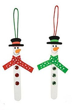 This cute popsicle stick snowman ornament is a simple craft project that is perfect to hang on the tree, fridge, or even to give as a homemade gift!