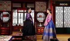 희빈장씨와 숙의최씨의 신경전♡♡♡Dong Yi(Hangul:동이;hanja:同伊) is a 2010 South Korean historical television drama series, starringHan Hyo-joo,Ji Jin-hee,Lee So-yeonandBae Soo-bin.About the love story betweenKing SukjongandChoi Suk-bin, it aired onMBCfrom 22 March to 12 October 2010 on Mondays and Tuesdays at 21:55 for 60 episodes.cal television drama series, starringHan Hyo-joo,Ji Jin-hee,Lee So-yeonandBae Soo-bin.About the love story betweenKing SukjongandChoi Suk-bin, it aired…