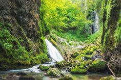 Cheile Galbenei – frumoasele chei din Apuseni   Bihor in imagini Tourist Places, Romania, Places To Go, Waterfall, World, Outdoor Decor, Beautiful, Memories, Amazing