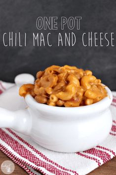 One pot chili mac and cheese is the perfect comfort food, as it is made up of two popular comfort foods. It's easy and quick to make--done in 30 minutes! (crockpot mac and cheese velveeta) Crockpot Mac And Cheese, Chili Mac And Cheese, Mac Cheese, Slow Cooker Recipes, Crockpot Recipes, Cooking Recipes, Frugal Meals, Cheap Meals, Frugal Recipes