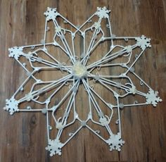 Christmas Snowflake From Clothes Hangers Diy Christmas Snowflakes, Outside Christmas Decorations, Snowflake Decorations, 3d Christmas, Christmas Projects, Christmas Wreaths, Christmas Ornaments, Christmas Clothes, Dollar Tree Crafts