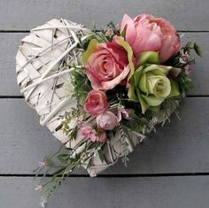 Süda Süda Day decorations for ., 10 Things Only Experts Knowabout Valentines Day Decoration For the reason that Valentines Da, Deco Floral, Arte Floral, Valentines Day Decorations, Flower Decorations, Funeral Flowers, Valentine Wreath, Summer Wreath, Grapevine Wreath, Paper Flowers