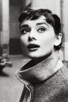 """Audrey Hepburn photographed by Mark. vintagegal: """" Audrey Hepburn photographed by Mark Shaw, 1953 """"vintagegal: """" Audrey Hepburn photographed by Mark Shaw, 1953 """" Audrey Hepburn Outfit, Audrey Hepburn Born, Audrey Hepburn Photos, Audrey Hepburn Bangs, Classic Hollywood, Old Hollywood, I Love Cinema, Actrices Hollywood, Vintage Beauty"""