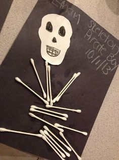Toddler or kids Halloween craft - making a skeleton out of q-tips and glue! Halloween Crafts For Toddlers, Halloween Projects, Craft Activities For Kids, Halloween Art, Halloween Themes, Toddler Activities, Craft Ideas, Toddler Art, Toddler Crafts