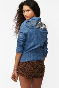 After seeing this I am now on the ultimate DIY mission.... IT IS ON! This #straightsize super fab spike moto jacket is available @nastygal for $218.