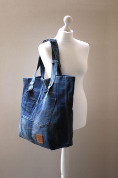 Diy Denim, Artisanats Denim, Denim Crafts, Jeans Recycling, Denim Bag Patterns, Sac Week End, Denim Tote Bags, Denim Ideas, Old Jeans