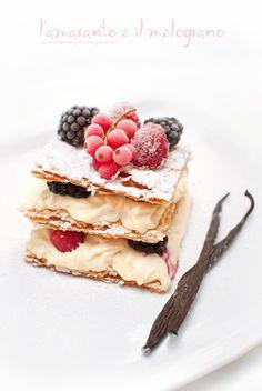 millefoglie with chantilly cream and berries (crema chantilly e frutti di bosco) Italian Desserts, Just Desserts, Delicious Desserts, Yummy Food, Sweet Recipes, Cake Recipes, Dessert Recipes, Yummy Treats, Sweet Treats