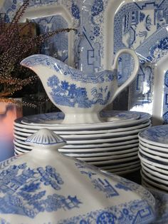 Old tableware. Willow Pattern, from Egersund Norway. Willow Pattern, Vintage Books, Norway, Stoneware, Porcelain, Blue And White, Pottery, Ceramics, Tableware