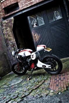 "combustible-contraptions: "" Yamaha XJ600 | No 33 Cafe Racer | Thiago """