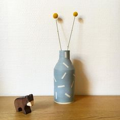 Nouveau vase préféré acheté chez klin d'oeil  il est signé Pia Van Peteghem 💙 #PiaVanPeteghem #klindoeil #createurs #paris #ceramics #ceramique #craspedia #holztiger #deco