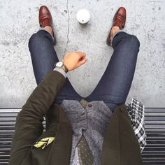 Coffee break . Jacket, jeans, tie, shirt and waistcoat, and brown shoes. Men at work