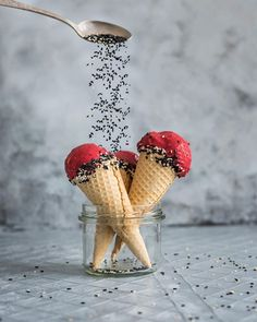 Nice Cream with Sesame seeds & My DIY cheap food photography backdrops / backgrounds on budget by Healthy Laura Food photography & styling. Food Photography HACKS for styling & composition. My Photography cheats by Healthy Laura Food Photography & Styling Food Styling, Styling Tips, Food Photography Props, Photography Awards, Photography Hacks, Icecream Photography, Photography Backgrounds, Photography Editing, Product Photography