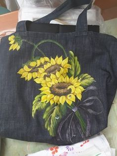 Hand Painted Sarees, Hand Painted Fabric, Painted Bags, Painted Clothes, Fabric Painting, Fabric Art, Fabric Paint Designs, Handmade Bags, Tote Bags Handmade