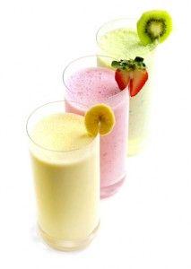 Ven a disfrutar de un smoothie de fruta en el chiringuito La Sombrita