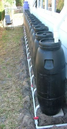 Rain barrel system for garden irrigation. Survival Prepping, Emergency Preparedness, Emergency Supplies, Survival Shelter, Homestead Survival, Rain Barrel System, Bokashi, Water Collection, Rainwater Harvesting