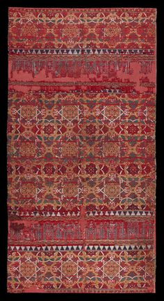 ₪ Lampas-woven textile, silk Spain, Andalusia; late 14th-early 15th century 115 × 60 cm
