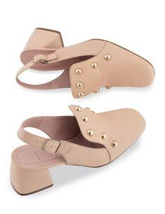 Zapatos destalonados palo tachuelas