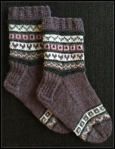 New crochet mittens tutorial wool sweaters ideas Crochet Mittens, Knitted Slippers, Wool Socks, Knit Crochet, Wool Sweaters, Loom Knitting Projects, Knitting Stitches, Knitting Socks, Knitting Patterns