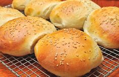 Just make homemade Thermomix burger buns with this truly amazing recipe! The hamburger is a pr… Homemade Vegan Burgers, Homemade Hamburger Buns, Homemade Hamburgers, Pain Thermomix, Thermomix Bread, Bread Recipes, Cooking Recipes, Bellini Recipe, Brunch
