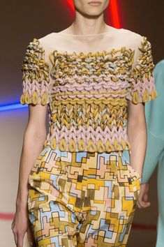 Laura Biagiotti at Milan Spring 2015 (Details) clever mix of chunky yarn , knit and crochet give this simple short sleeve vintage basic jumper pattern its en trend couture edge Laura Biagiotti, Knitwear Fashion, Crochet Fashion, Moda Crochet, Crochet Lace, Fashion Details, Fashion Design, Shirt Embroidery, Looks Vintage