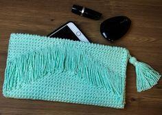 Vila do Artesão - Cluth com ponto baixo dobrado no crochê, presente para a mamãe que você faz com as dicas do post.