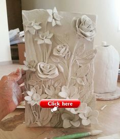 Air dry clay flowers Air dry clay flowers The post Air dry clay flowers appeared first on Clay ideas. Polymer Clay Flowers, Ceramic Flowers, Polymer Clay Crafts, Air Dry Clay Crafts, Clay Tiles, Ceramic Clay, Keramik Design, Clay Wall Art, Clay Art Projects