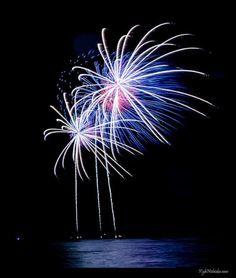 10. Watch fireworks for free, every Friday night, 7:45 pm, on Waikiki Beach.