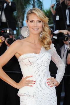 Heidi Klum Photos - Heidi Klum attends the 'Nebraska' premiere during The Annual Cannes Film Festival at the Palais des Festival on May 2013 in Cannes, France. - 'Nebraska' Premieres in Cannes Ball Hairstyles, Formal Hairstyles, Celebrity Hairstyles, Cute Hairstyles, Wedding Hairstyles, Bridesmaids Hairstyles, Hollywood Glam Hair, Pelo Formal, Hottest Female Celebrities