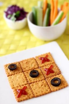 Fun with food - tic tac toe Fruit Recipes, Quick Recipes, Cooking Recipes, Cute Food, Good Food, Funny Food, Dinners For Kids, Kids Meals, Edible Food