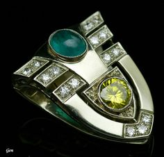 Rudeko yellow diamond clip Yellow diamond Mont (0.5 carats), emerald, diamond, platinum, gold 2.3cm × 1.9cm America 1930s