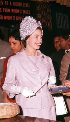 Royal Tour to India. Queen Elizabeth II and Prince Philip, the Duke of Edinburgh, are pictured visiting a crafts centre in Delhi. Elizabeth Queen Of England, Young Queen Elizabeth, Royal Uk, Royal Queen, Princess Margaret, Princess Diana, Queen Hat, Royal Clothing, Her Majesty The Queen