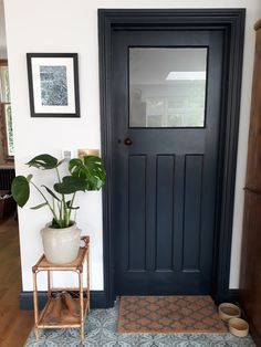 Railings adds a hint of luxury to Rebecca's refurbished Utility Room door. Simple Bedroom Design, Bedroom Wall Designs, Diy Bedroom Decor, Design Bedroom, Home Decor, 1930s House, Living Comedor, Interior Design Inspiration, Design Ideas
