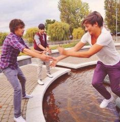 Liam looks more worried than Louis!! :)