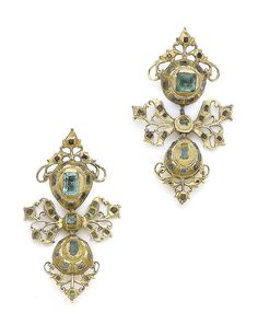 A pair of early 18th century Iberian emerald pendent earrings