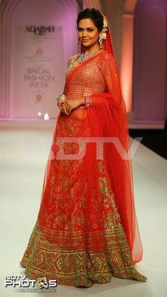 Esha Gupta Showstopper at India Bridal Fashion Week 2013 Day 5 Adarsh Gill Show Bollywood Dress, Bollywood Fashion, Bollywood Style, Indian Dresses, Indian Outfits, Indian Attire, Pakistan Fashion Week, Indian Bridal Lehenga, Wedding Lehnga