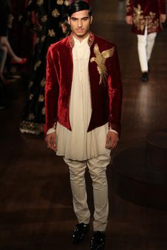 Living a beautiful life rohit bal. India Fashion Men, Indian Men Fashion, Mens Fashion Suits, Fall Fashion Outfits, Royal Fashion, Swag Fashion, Fashion Weeks, London Fashion, Mens Suits