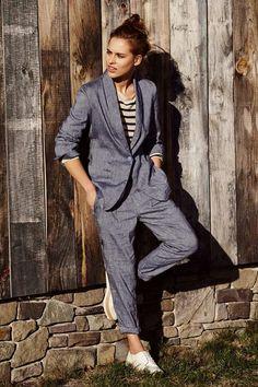Office essential: il completo in cotone di stefanel. Elegante ma casual, perfetto da indossareper l ufficio anche nelle calde giornate estive. #stefanel #stefanelvigevano #vigevano #lomellina #piazzaducale #stile #moda #springsummer2016 #look #outfits #lookdonna #outfitsdonna