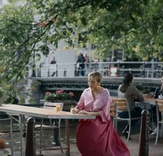 How to get Jodie Comer's classy assassin Villanelle's style in Killing Eve for less – The Sun Classy Outfits, Cute Outfits, Burgundy Outfit, Jodie Comer, Preppy Style, Classy Style, Elegant Outfit, Costume Design, Playing Dress Up
