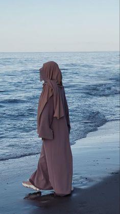 Cute Muslim Couples, Muslim Girls, Islamic Fashion, Muslim Fashion, Niqab Fashion, Fashion Outfits, Simple Hijab, Outfit Look, Islamic Girl
